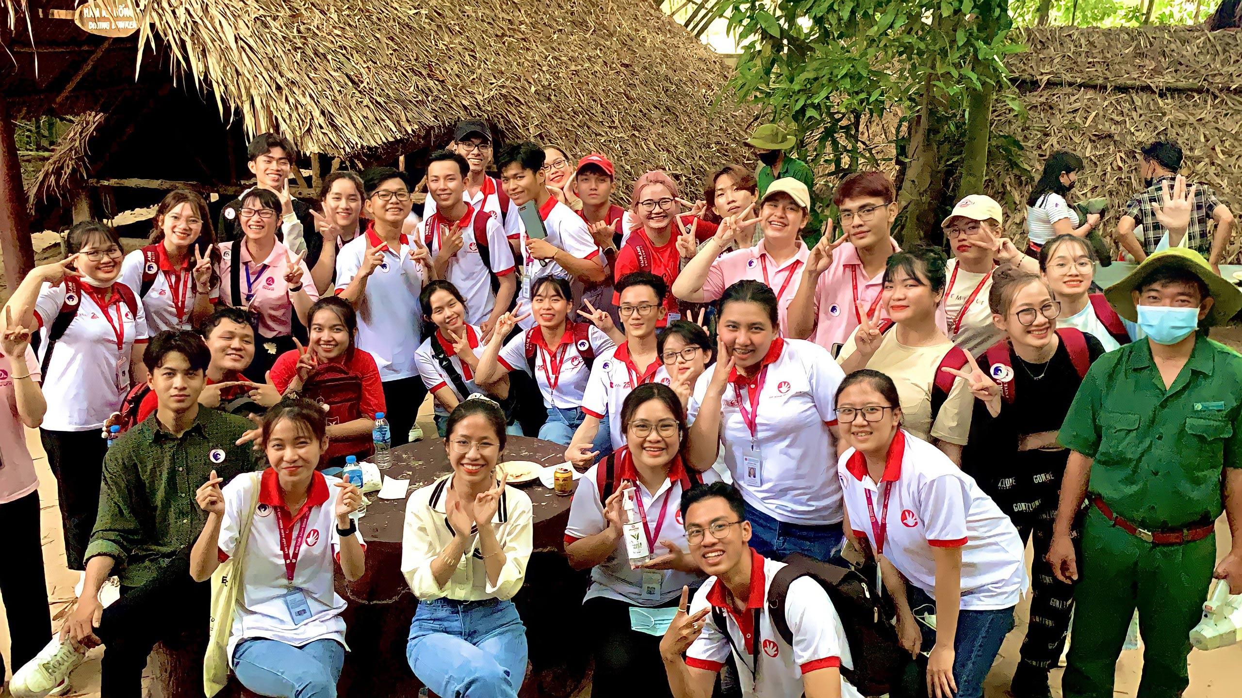 """""""Tourism Skills Club"""" là Câu lạc bộ của khoa Du lịch tạo ra với mục đích tạo nên, tạo nên một môi trường sinh hoạt, vui chơi, học hỏi những kiến thức, những kinh nghiệm thực tế"""